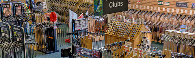 Overview of the large selection of golf clubs on the show floor